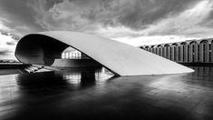 Concha Acústica de Brasilia. Este edificio, inaugurado en 1973, es obra del gran arquitecto brasileño Oscar Niemeyer y consiste de una plataforma con una cubierta de hormigón en forma de concha sobre la Praça Duque de Caxias. Fotos: Gonzalo Viramonte
