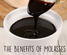Blackstrap Molasses Benefits (+ Cooking and Beauty Uses) Blackstrap molasses is a nutrient-dense byproduct of the sugar refining process that contains iron, magnesium, copper and other nutrients. Wellness Mama, Health And Wellness, Health Tips, Health Recipes, Health Articles, Kraut, Health Remedies, Natural Health, Natural Vitamins