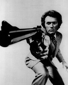 """Clint Eastwood en una foto promocional para """"Harry el fuerte"""" (Magnum Force), 1973"""
