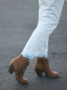 Fringed tan ankle boots. Yes please!