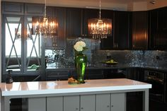 Romancing the Home: Glam Kitchen in the City...Gorgeous kitchen with unique backsplash.