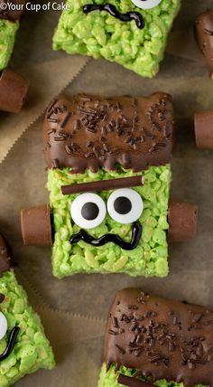 I LOVE making these spooky Frankenstein Rice Krispie Treats with my kids for Halloween! desserts for kids ricekrispiestreats I LOVE making these spooky Frankenstein Rice Krispie Treats with my kids for Halloween! desserts for kids Halloween Desserts, Halloween Cupcakes, Postres Halloween, Recetas Halloween, Hallowen Food, Halloween Treats For Kids, Fete Halloween, Halloween Goodies, Holiday Treats