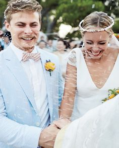 Want to have an awesome wedding-dress shopping experience? Curate ...