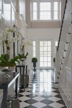 Victorian - traditional - entry - metro - hallway - black and white - Susan Glic. Victorian – traditional – entry – metro – hallway – black and white – Susan Glick Inter Tiled Hallway, Entry Hallway, Hallway Ideas, Beautiful Interiors, Beautiful Homes, Floor Design, House Design, Foyer Flooring, Black And White Marble
