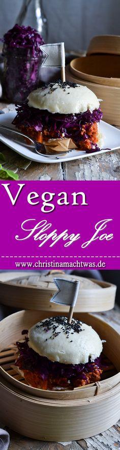 """Gedämpftes Hefebrötchen, eine vegane Bolognese mit Räuchertofu und knackigen Rotkohlsalat - genau das ist für mich günstiges, einfaches und leckeres Essen wie ich es mag. --- Easy, cheap and fast; that's """"fastfood"""" like I love it. A steamed Bun with vegan bolognese with smoked Tofu and crispy cabbage salad. Yum! Sloppy Joe, Quick Vegan Meals, Vegan Recipes Easy, Low Budget Meals, Budget Recipes, Steamed Buns, Vegan Vegetarian, Yummy Food, Kitchens"""
