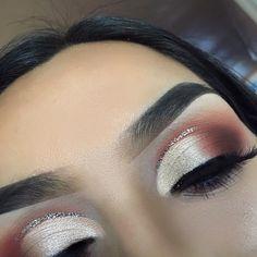 Glitter crease eye makeup eyebrows Anastasia Beverly Hills modern renaissance palette IG: @vmariexoxo_