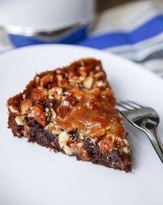 Mudcake with almond tosca Swedish Recipes, Sweet Recipes, Just Desserts, Dessert Recipes, Scandinavian Food, No Bake Cake, Love Food, Food Inspiration, Baking Recipes