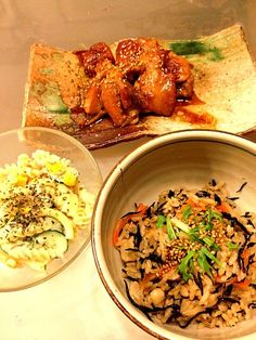 晩ご飯です〜(*^^*) - 6件のもぐもぐ - ひじき炊き込みご飯 鳥ももの照り焼き コーン入りマカロニサラダ by koromama