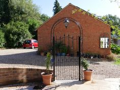 Our Surrey design metal side gate with an attractive, feature archway. Side Gates, Wrought Iron Gates, Driveway Gate, Entrance Gates, Gate Design, Pedestrian, Garden Gates, Surrey, Craftsman