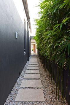 Beautiful Backyard Garden Path & Walkway Ideas On A Budget Schöne Hinterhof Gartenweg & Backyard Garden Design, Garden Landscape Design, Backyard Patio, Backyard Ideas, Sloped Backyard, Backyard Designs, Patio Ideas, Side Yard Landscaping, Landscaping Design