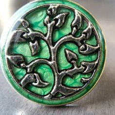 Silver celtic or elven medieval ring for men or women. Green ring with tree metal piece insertion with resin coat. Medieval look and perfect for larp. Tree Of Life Ring, Green Rings, Medieval Jewelry, Resin Coating, Green Trees, Larp, Celtic, Gemstone Rings, Rings For Men