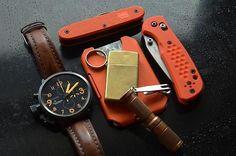 Great loadout. Nice orange kydex wallet