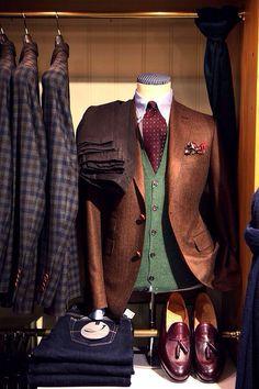 Cool-life (emilanton: Don't dress like a child! Gentleman Mode, Gentleman Style, Vintage Gentleman, Dapper Gentleman, Sharp Dressed Man, Well Dressed Men, Mens Attire, Mens Suits, Le Polo