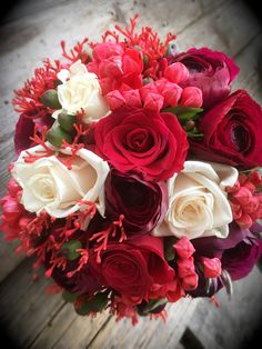 Brautstrauß rot Source by The post Brautstrauß rot appeared first on Burunly. Summer Wedding Bouquets, Red Bouquet Wedding, Bridesmaid Bouquet, Red Wedding, Wedding Flowers, Burgundy Flowers, Bright Flowers, Pretty Flowers, Flower Centerpieces