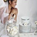 Para una boda muy elegante un pastel de diseño sencillo en blanco y plateado. Cake Pops, Wedding Bells, Wedding Cakes, Cupcakes, Cookies, Sweet, Designer Cakes, Simple, White People