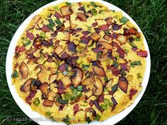 Vegan Omelette - INGREDIENTS: A simple base is just Chickpea flour and water. This site gives you many varieties. Vegetarian Brunch Recipes, Vegan Breakfast Recipes, Lunch Recipes, Whole Food Recipes, Vegan Recipes, Gourmet Breakfast, Vegetarian Breakfast, Vegan Omelette, Healthy Eating