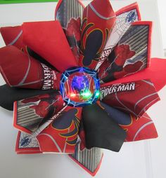 Spiderman wreath - made from paper napkins, this wreath is a great addition to your Spiderman themed party or room decor. Center lights and flashes when pushed.