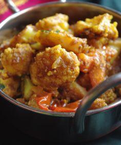 Bonjour et bienvenue dans mon blog cuisine. Aujourd'hui nous allons préparer Aloo gobhi : chou-fleur, pommes de terre, épices. C'est une recette d'hiver, très populaire en Inde, facile à réaliser et très goûteuse. Pour faire cette recette indienne, il...