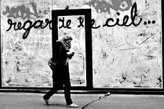 """regarde le ciel"" paris street photography"
