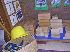 Lots of Dramatic Play centres for Kindergarten including this cute Construction Center! Dramatic Play Area, Dramatic Play Centers, Block Center Preschool, Kindergarten Centers, Kindergarten Classroom, Classroom Ideas, Play Based Learning, Learning Spaces, Learning Centers