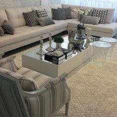 Detalhes living by DD Arquitetura! Amei o Mix de tecidos e almofadas compondo o ambiente