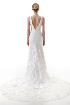 Modern Trumpet-Mermaid V-Neck Natural Court Train Lace and Tulle Ivory Sleeveless Open Back Wedding Dress with Appliques #LD4470 #cocomelody #weddingdress