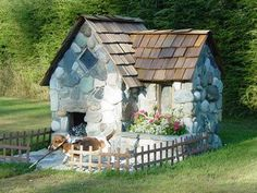 Playhouse, or great dog house! I would even love this as an outdoor kitty house! Dog House Plans, Cool Dog Houses, Puppy House, Dog Area, Miniature Dogs, Dog Rooms, Pet Furniture, Pet Home, Diy Stuffed Animals