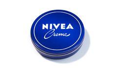 """1959: Auf der NIVEA Dose erscheint erstmals das NIVEA Creme Logo mit dem charakteristischen Schreibschriftzug für """"Creme"""". #nivea #history"""