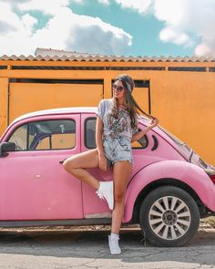 Quirky leg adds angles to the pose Poses For Photos, Photo Poses, Girl Photos, Portrait Photography Poses, Tumblr Photography, Volkswagen, Poses References, Instagram Pose, Insta Photo Ideas