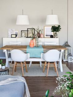 La maison lumineuse d'une influenceuse espagnole - PLANETE DECO a homes world Dining Room Design, Interior Design Living Room, Interior Decorating, Design Table, Apartment Makeover, Hygge Home, Small Room Bedroom, My New Room, Home Living Room