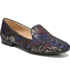 711c4550cea 29 Roomy Loafers For Women With Wide Feet | HuffPost Life  #naturalizershoesforwomen Black Flats Shoes