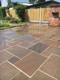 Patio paving slabs lawn Ideas for 2019 Patio Tiles, Outdoor Tiles, Patio Flooring, Concrete Patio, Small Courtyard Gardens, Small Backyard Gardens, Backyard Patio Designs, Backyard Landscaping, Garden Slabs