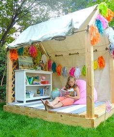 28 DIY Reading Nook Playhouse for Summer: DIY outdoor play area ideas for summer and kids play house/tent ideas. Outdoor Activities for kids Backyard Playhouse, Build A Playhouse, Playhouse Ideas, Outdoor Playhouses, Pallet Playhouse, Simple Playhouse, Childrens Playhouse, Outdoor Playset, Backyard Retreat