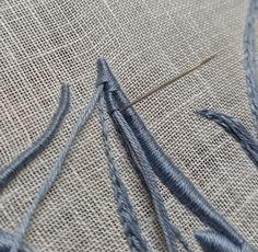 Elisabetta ricami a mano: Scivolo sulla M, un po' per volta Clothes Hanger, Hand Embroidery, Crochet, Lettering, Dolls, Needlepoint, Embroidery, Tricot, Coat Hanger