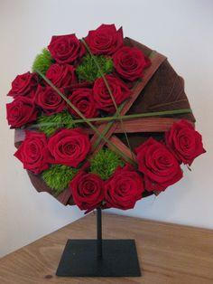 Het Bladmotief - Cursussen hedendaags bloemschikken | Themaworkshops - Petra Matthys - Eeklo Ikebana, Centerpieces, Table Decorations, Floral Arrangements, Modern Design, Valentines Day, Floral Design, Bouquet, Sculpture