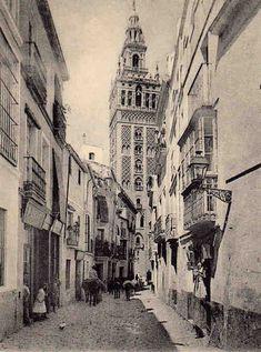 Calle Mateos Gago con Giralda al fondo. Sevilla, 1859
