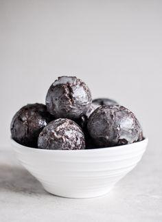 Glazed Chocolate Doughnut Holes | howsweeteats.com