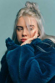 futilités の music portrait of billie eilish allure style blue bleu mood Pretty People, Beautiful People, Beautiful Pictures, Pretty Photos, Knot Bun, Top Knot, Ariana Grande, Celebs, Celebrities Hair