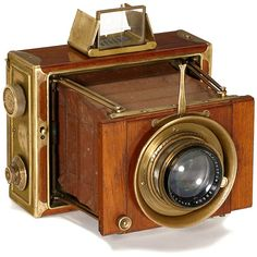 """Ernemann """"Tropen-Klapp-Camera"""" 10 x 15 cm, c. 1922 Ernemann, Dresden. Folding strut polished-teak body with brass fittings, body no. 1148002. Focal plane camera, brown leather bellows, focusing screen back and 2 cassettes, focal plane shutter 1/10–1/1000 sec., working well, brass lens Ernon 3,5/17 cm. Tropical camera by Ernemann in very good condition!"""