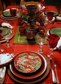 Christmas tablescape by mylifezippystyle diy christmas gifts, christmas gifts guys, teen christmas gifts Christmas Table Settings, Christmas Tablescapes, Christmas Table Decorations, Decoration Table, Holiday Tablescape, Christmas Dishes, All Things Christmas, Christmas Holidays, Green Christmas
