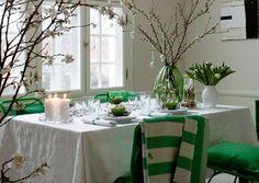 décoration de Pâques pour la table avec des accents en vert
