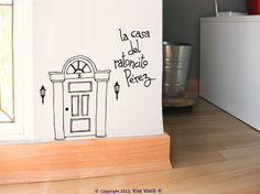 Vinilos decorativos. En Vini Vinili nos enteramos de un secreto: el Ratoncito Pérez vive en Calle Arenal nº 8... pero shhh... es un secreto solo para unos cuantos y si esperáis calladitos lo veréis salir. #vinilosdecorativos . vinivinili.com