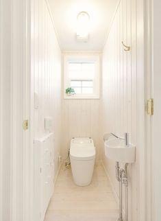 『かわいい家photo』では、かわいい家づくりの参考になる☆ナチュラル、フレンチ、カフェ風なおうちの実例写真を紹介しています。 Toilet Sink, Toilet Room, Bath Room, Powder Room, Architecture, House, Bathrooms, Houses, Stairway