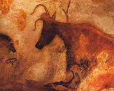 Grotte de Lascaux (France) - Prehistorical murals - 15000 B.When painting did not exist Men used clay for their murals. Stone Age Cave Paintings, Lascaux Cave Paintings, Art Pariétal, Paleolithic Art, Stone Age Art, Cave Drawings, Cow Art, Ancient Art, Painted Rocks