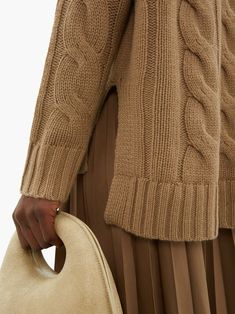 A Daily Style and Design Site of Interiors, Fashion, Luxury Style, Travel, and Leisure. Cool Chic Style Fashion inspire you every day. Cable Sweater, Knit Cardigan, Cable Knit, Vintage Fashion 1950s, Victorian Fashion, Vintage Hats, Knit Fashion, Fashion Scarves, Fashion Fashion