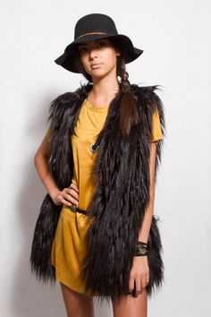 Sleeveless Faux Fur Vest in Black
