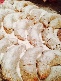Rezept: Low Carb Vanillekipferl selber machen - wie das Original. Weihnachten ohne Zucker. Low Carb, Keto Rezept: Leckere Weihnachts-Vanille Kipferl Kekse. Vanillekipferln Rezept für Weihnachten, das gesund und einfach ist mit einer Art Mürbeteig. Geht schnell, ist zuckerfrei und ketogen. Zuckerfreie Vanille Kipferl #lowcarb #Weihnachten #backen #zuckerfrei
