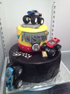 Monster Truck Cake by Little Delights Cakes! Adorable for a little boy's birthday. Cake Icing, Fondant Cakes, Beautiful Cakes, Amazing Cakes, Cakes For Boys, Boy Cakes, Truck Cakes, Cupcake Bakery, Cookie Decorating