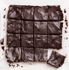 Nutrition Information Per Brownie – including frosting: Calories: 140 Fat: 7g Saturated Fat: 0.8g Carbohydrates: 20g Protein: 3.5g Fiber: 3.5g Cholesterol: 0mg Sugar: 16g (mostly natural sugar from the fruit) Weight Watchers SmartPoints: 6