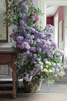 The cascade of Peruvian lilies, hydrangeas, and bell flowers is actually two visually connected arrangements. Faux Flowers, Love Flowers, Beautiful Flowers, Purple Flowers, Beautiful Gardens, White Flowers, Wedding Flowers, David Austin, Peruvian Lilies